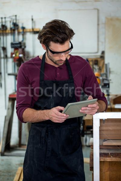 Carpinteiro comprimido poeirento oficina textura homem Foto stock © wavebreak_media