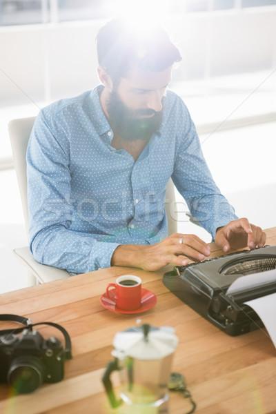 Typu pisarz biuro człowiek kawy Zdjęcia stock © wavebreak_media