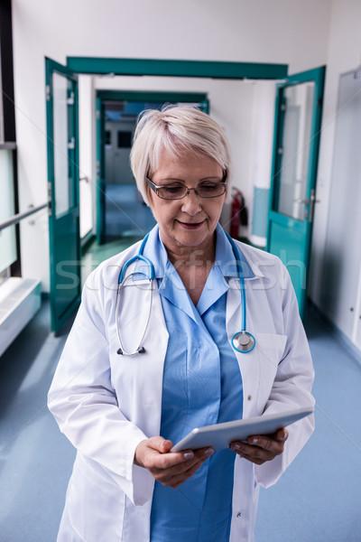 врач цифровой таблетка коридор больницу интернет Сток-фото © wavebreak_media