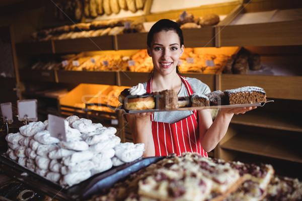 Portré női pék tart tálca édes Stock fotó © wavebreak_media