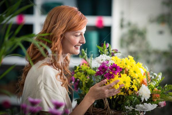 Mutlu kadın çiçekçi sepet çiçekler Stok fotoğraf © wavebreak_media