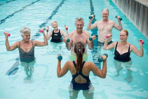 Entrenador altos piscina mujer agua Foto stock © wavebreak_media