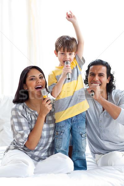 Familia cantando cama música amor hombre Foto stock © wavebreak_media