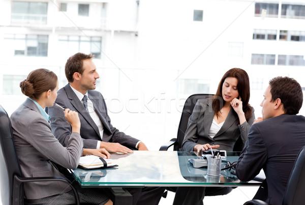 Nadenkend zakenvrouw praten team vergadering werk Stockfoto © wavebreak_media