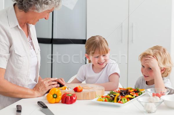 Kinderen koken grootmoeder home familie huis Stockfoto © wavebreak_media