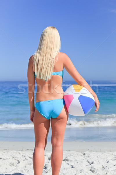 Csodálatos nő labda tengerpart égbolt víz Stock fotó © wavebreak_media