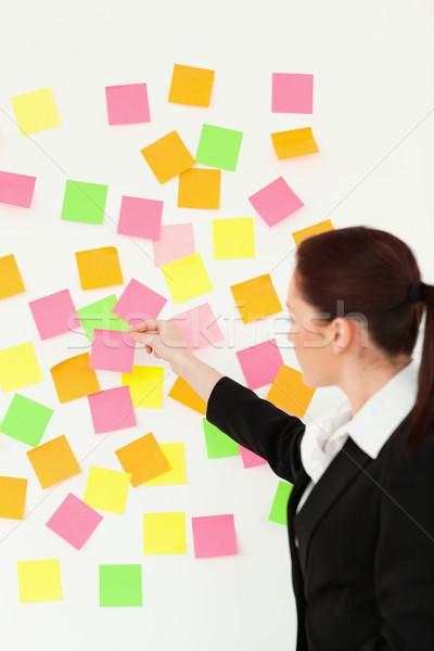 Stock fotó: Nő · színes · jegyzetek · fehér · fal · iroda