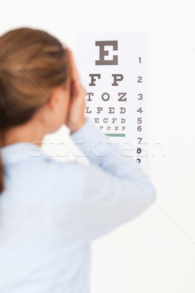 Mujer mirando examen de la vista cirugía sonrisa médico Foto stock © wavebreak_media