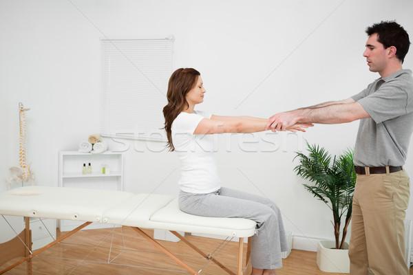 Utasítás nyújtás orvos orvosi szoba férfi Stock fotó © wavebreak_media