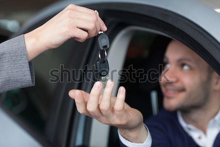 Adam araba anahtarları araba tuşları gülen müşteri Stok fotoğraf © wavebreak_media