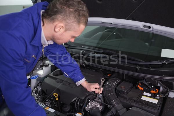 Szerelő javít gép csavarkulcs garázs autó Stock fotó © wavebreak_media