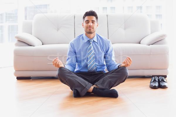 Empresario meditando loto plantean piso oficina Foto stock © wavebreak_media