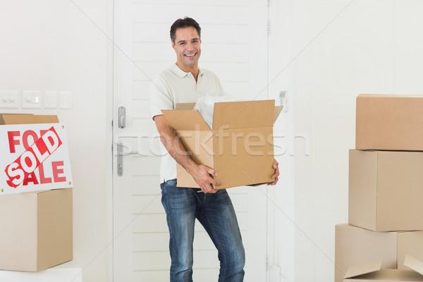 Mosolyog férfi hordoz dobozok új ház portré Stock fotó © wavebreak_media