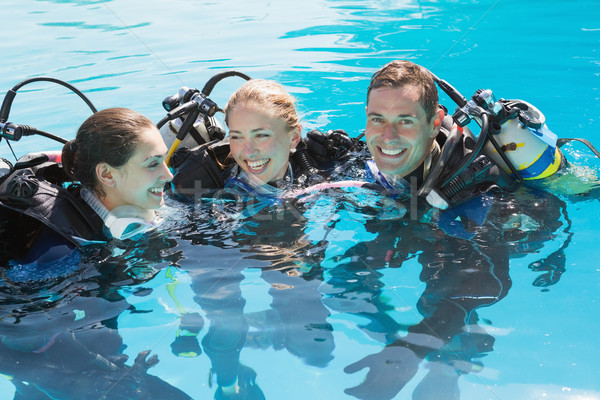 Glimlachend vrienden scuba opleiding zwembad Stockfoto © wavebreak_media