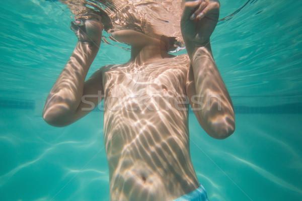 Drăguţ copil prezinta sub apă piscină timp liber Imagine de stoc © wavebreak_media
