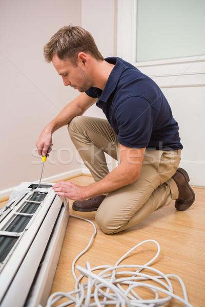 Fókuszált ezermester megjavít légkondicionálás új ház férfi Stock fotó © wavebreak_media
