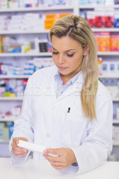 薬剤師 見える 薬 病院 薬局 女性 ストックフォト © wavebreak_media