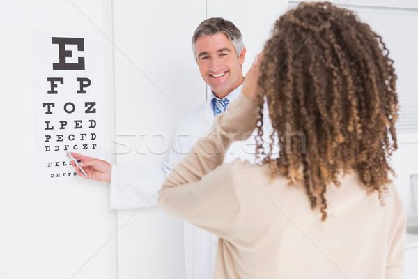 女性 視力検査 検眼医 医療 オフィス 男 ストックフォト © wavebreak_media