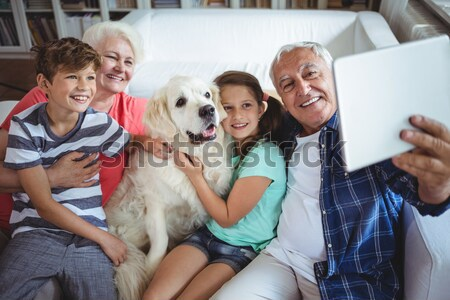 Zdjęcia stock: Rodziców · dzieci · sofa · labrador · domu · salon