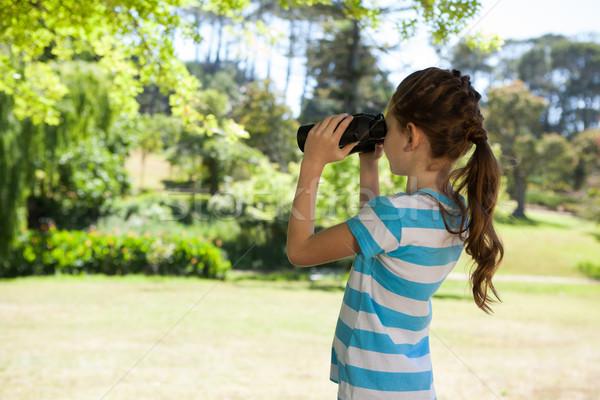 Cute meisje naar verrekijker voorjaar Stockfoto © wavebreak_media
