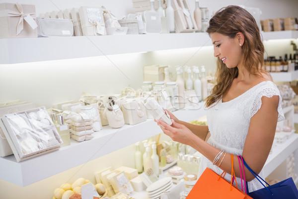 Sorrindo leitura ingredientes salão de beleza compras feminino Foto stock © wavebreak_media