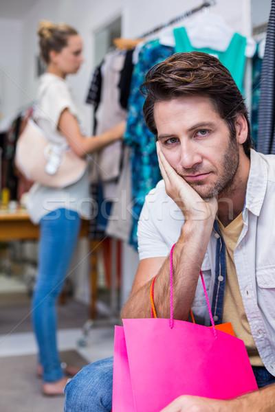 退屈 男 ショッピングバッグ 座って ガールフレンド 肖像 ストックフォト © wavebreak_media