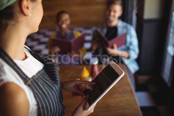 ストックフォト: ウエートレス · デジタル · タブレット · 注文 · レストラン