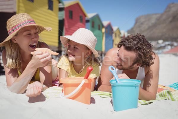 Família feliz juntos cobertor praia mulher Foto stock © wavebreak_media