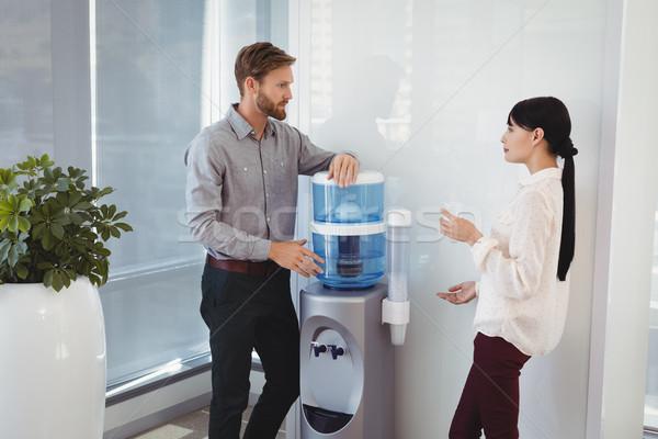 Kollégák ivóvíz iroda férfi technológia üveg Stock fotó © wavebreak_media