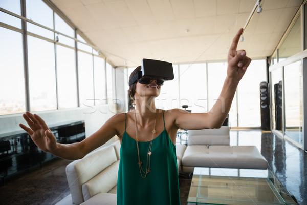 Donna virtuale realtà ufficio giovani imprenditrice Foto d'archivio © wavebreak_media
