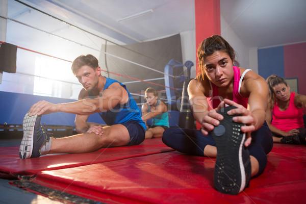 Młodych wykonywania fitness studio Zdjęcia stock © wavebreak_media