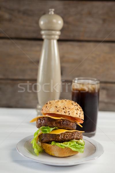Hamburger plaka cam soğuk içecek ahşap masa Stok fotoğraf © wavebreak_media