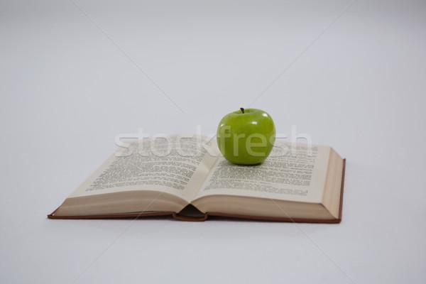 Zöld alma nyitott könyv fehér gyümölcs tanul Stock fotó © wavebreak_media