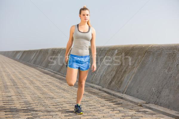 Blond been promenade Stockfoto © wavebreak_media
