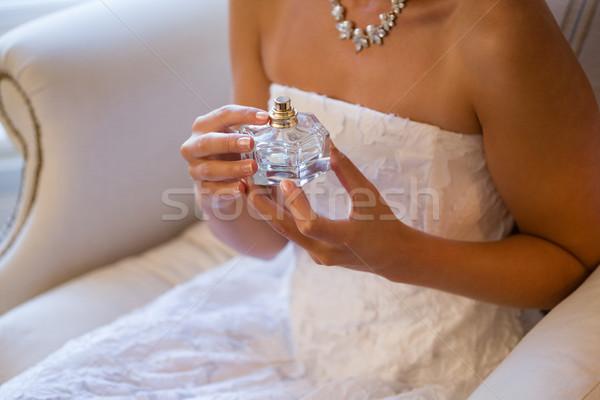 Oblubienicy perfum posiedzenia fotel domu Zdjęcia stock © wavebreak_media
