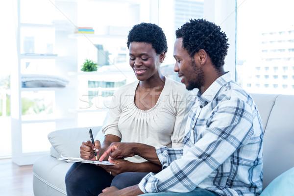 счастливым человека говорить беременна жена указывая Сток-фото © wavebreak_media