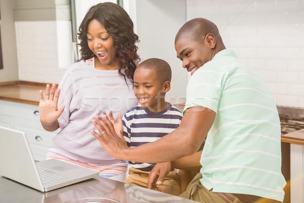 счастливая семья используя ноутбук кухне компьютер женщину семьи Сток-фото © wavebreak_media