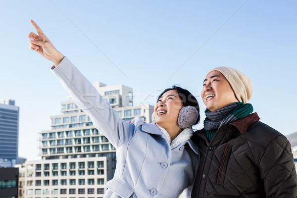 Mutlu kadın işaret parmak erkek arkadaş gökyüzü Stok fotoğraf © wavebreak_media