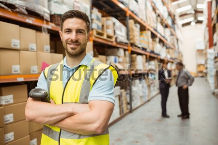Sorridere magazzino lavoratore pacchetto shelf Foto d'archivio © wavebreak_media
