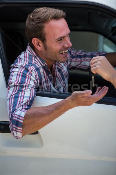 Genç araba anahtarları araba adam mutlu gülen Stok fotoğraf © wavebreak_media