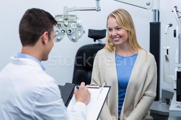 Optometrista consultor feminino paciente clínica Foto stock © wavebreak_media