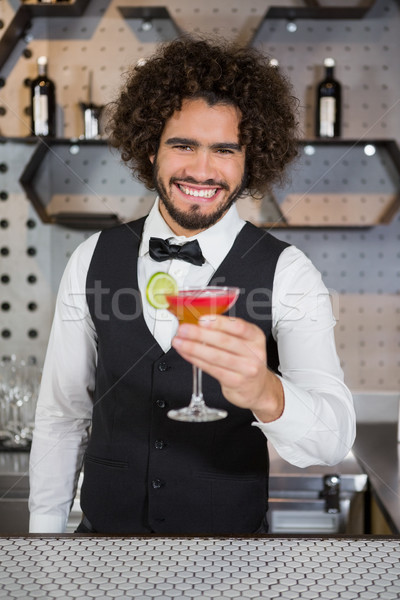 Barman vidrio cóctel bar contra Foto stock © wavebreak_media