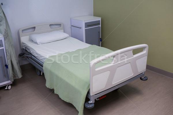 Empty bed in ward at hospital Stock photo © wavebreak_media