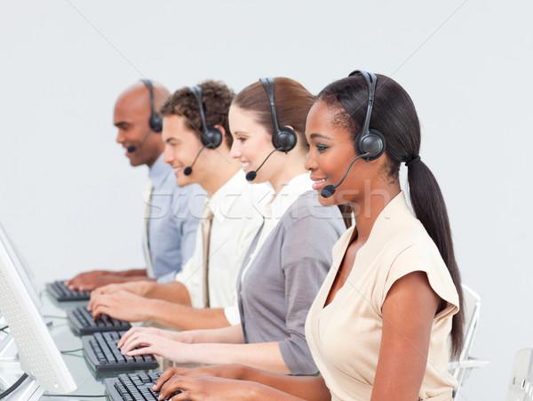 Concentré équipe commerciale travail centre d'appel casque ordinateur Photo stock © wavebreak_media