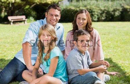 Weinig jongen lezing picknick tafelkleed familie Stockfoto © wavebreak_media