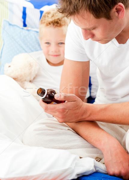 Férfi néz beteg fiú család gyermek Stock fotó © wavebreak_media