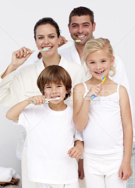 Szülők gyerekek takarítás fogak fürdőszoba mosolyog Stock fotó © wavebreak_media