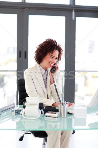 Jovem empresária telefone falante mulheres trabalhar Foto stock © wavebreak_media