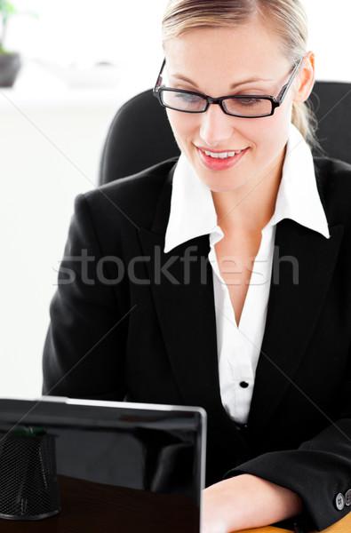 занят молодые деловая женщина используя ноутбук сидят столе Сток-фото © wavebreak_media