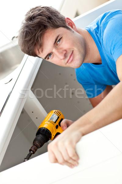 Karizmatikus férfi javít mosdókagyló tart fúró Stock fotó © wavebreak_media